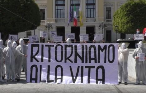 Covid, a Reggio operatori economici in piazza: «Fateci riaprire, non siamo untori»