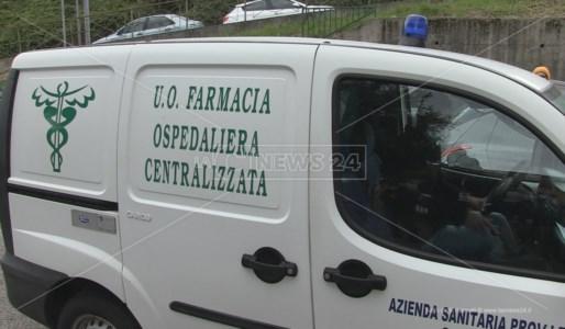 Un mezzo dell'Asp di Cosenza impiegato per il trasporto dei farmaci