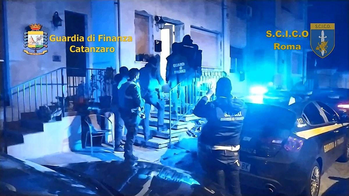 Gli arresti nella notte di esponenti della cosca Gallace