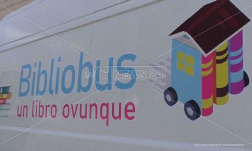 Crotone, torna Bibliobus: biblioteca itinerante che consegna i libri a domicilio