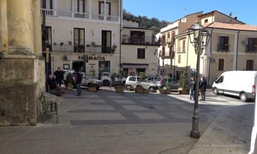 """Covid, Nocera invoca la zona rossa: intanto il sindaco """"chiude"""" il paese"""