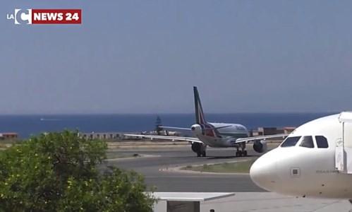 """A Reggio possono atterrare solo """"super-piloti"""", ma ora l'Europa dice basta"""