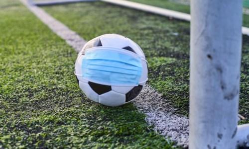 Covid e calcio, tra focolai e gare rinviate: il virus ritorna a condizionare i campionati