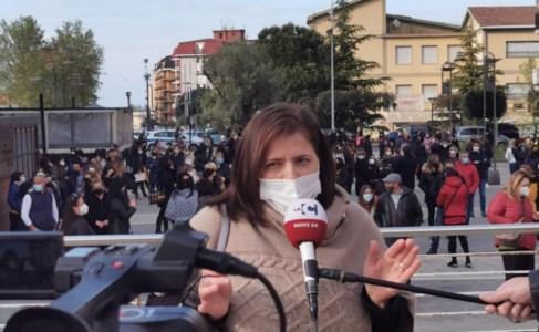Una delle referenti in Piazza B. Le Fosse (Rossano)