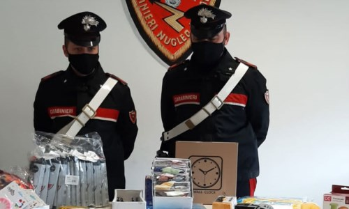 Cirò Marina, vendeva articoli contraffatti e pericolosi: denunciato ambulante