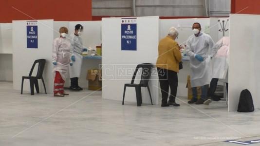 Catanzaro, i numeri dell'hub dell'Ente Fiera: 5% di rifiuti e oltre 2mila persone vaccinate