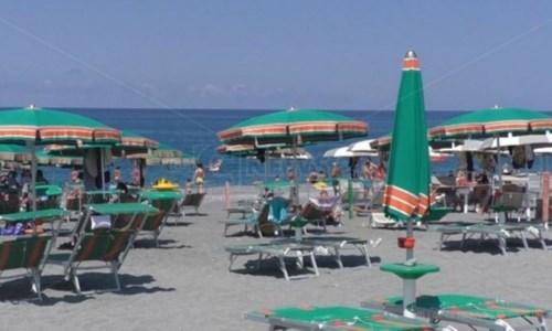 """Locride """"isola"""" Covid free, proposta di un imprenditore: «Vaccini e tamponi ai turisti»"""