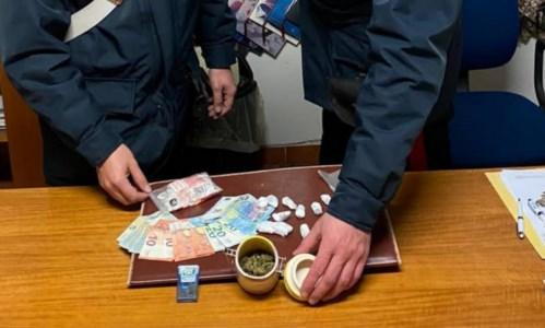 Dosi di marijuana nelle mutande: 2 arresti a Villapiana