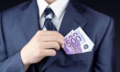 """Consiglio regionale, i dirigenti più pagati sono in Calabria: stipendi d'oro e 600mila euro per i """"premi"""""""
