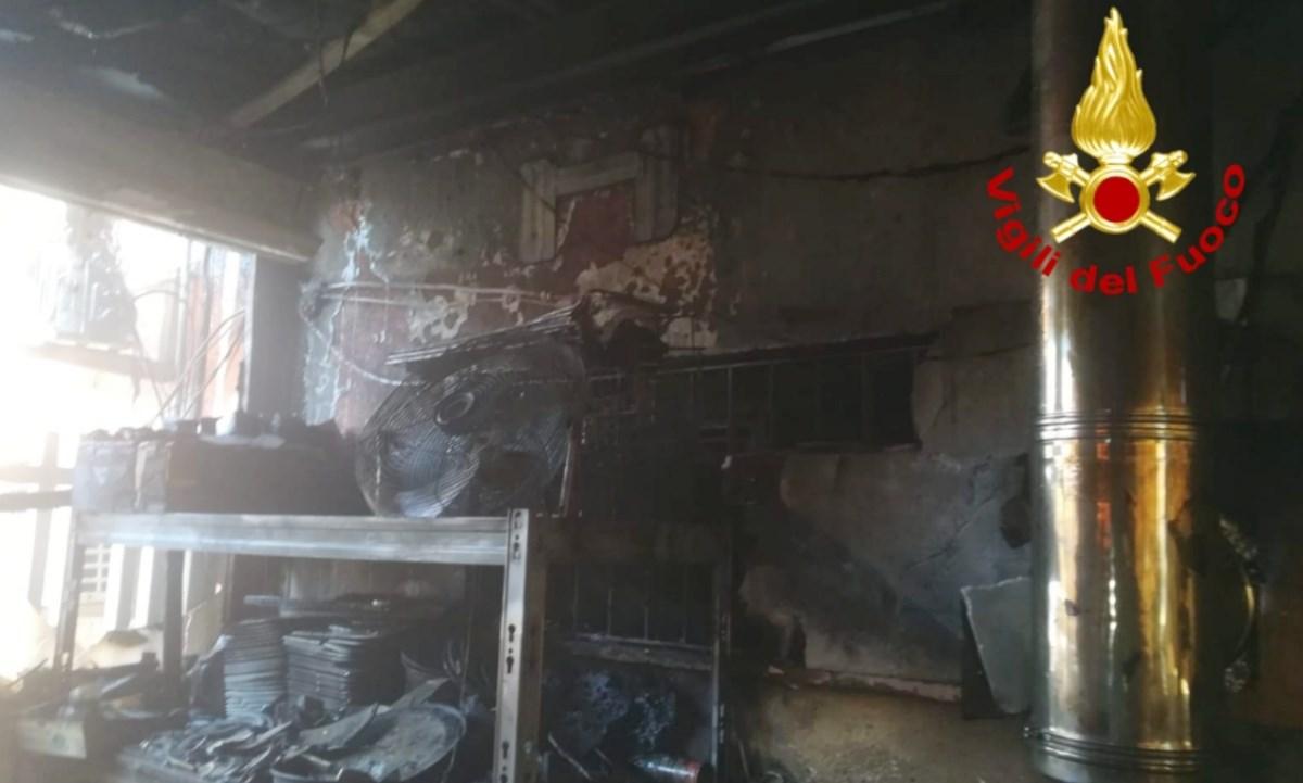 Incendio in una pizzeria di Catanzaro