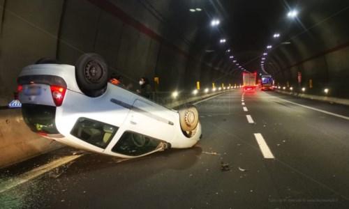 Incidente sull'autostrada A2: auto si ribalta in una galleria nei pressi di Tarsia