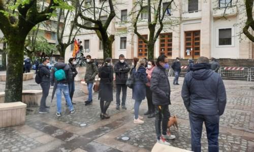 Turni insostenibili e senza indennità Covid, a Cosenza protestano gli infermieri