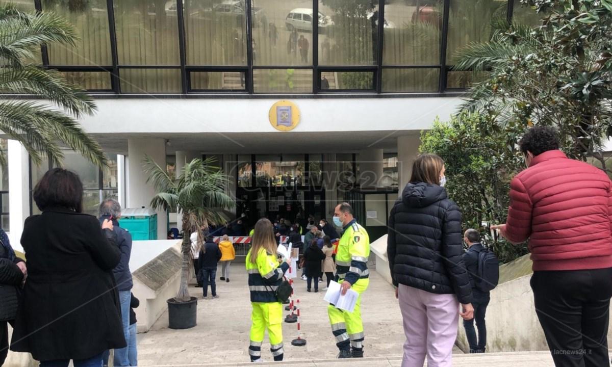 Il centro vaccinale a palazzo Campanella