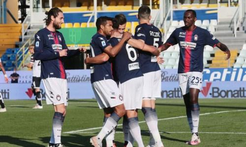 Serie A, scatto d'orgoglio del Crotone: in casa del Parma vince 4 a 3