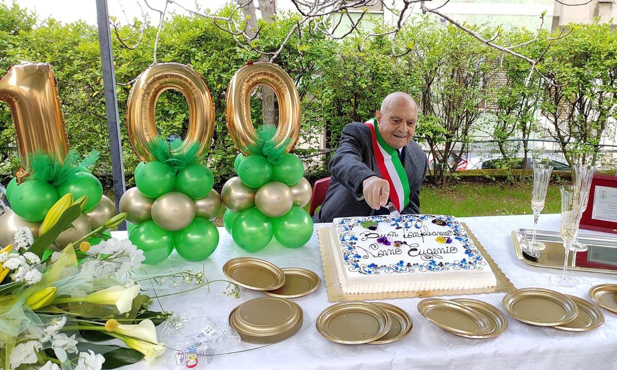 Nonno Eugenio festeggia 100 anni