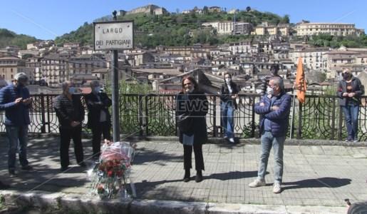 La celebrazione del 25 Aprile in Largo dei Partigiani a Cosenza