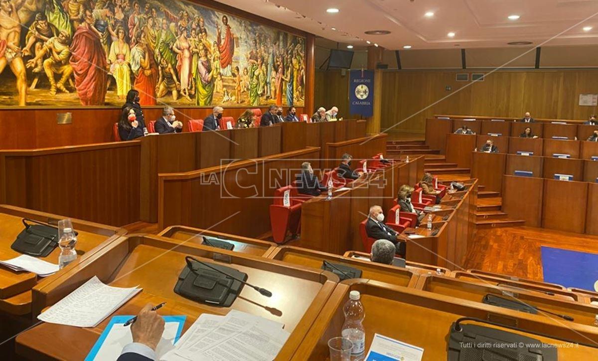 Consiglio regionale, Tallini sfida Spirlì: «Se vuoi fare il vice presidente candidati»