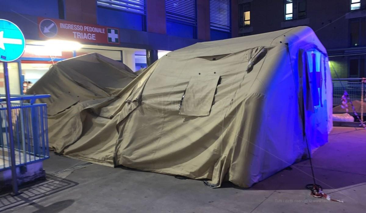Il cedimento della tenda in pronto soccorso a Cosenza