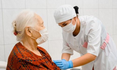 Vaccini anti-Covid, il sottosegretario Costa: «Terze dosi da dicembre»