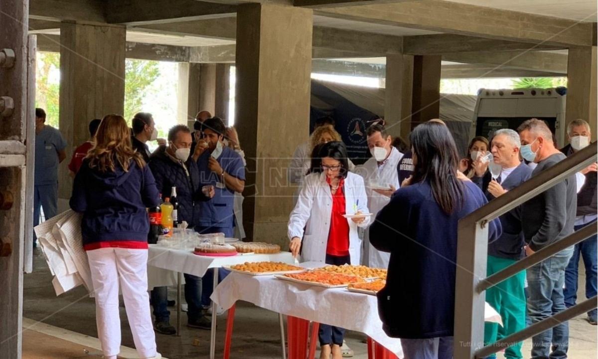 Il buffet organizzato all'ospedale di Cetraro