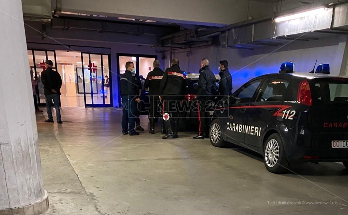 Carabinieri al pronto soccorso dell'ospedale Pugliese di Catanzaro