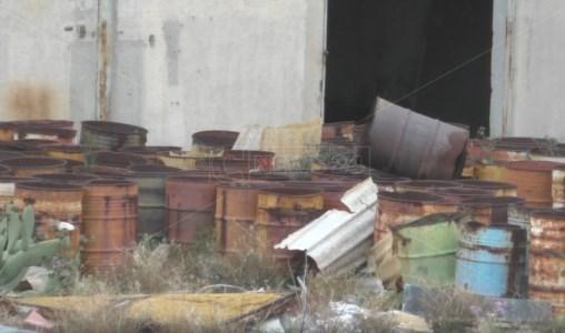 Reggio Calabria, rifiuti pericolosi e degrado nel cuore della città da oltre vent'anni