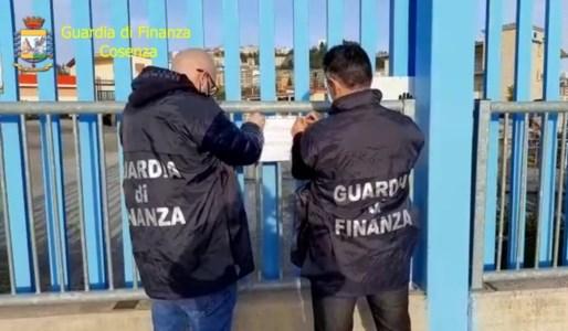 I sigilli posti dai militari della Guardia di Finanza