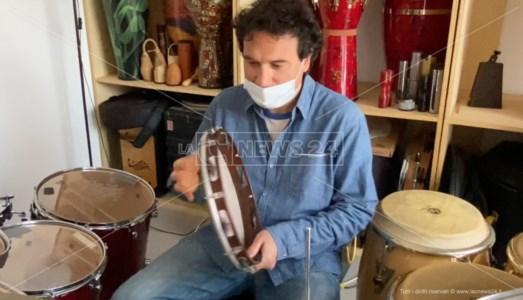 Locri, a scuola di tamburello con il libro del musicista Massimo Cusato