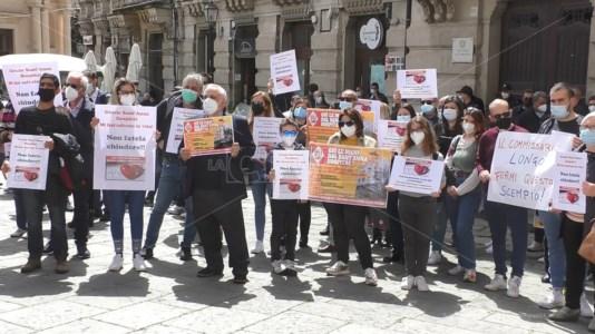 «Longo fermi questo scempio»: Sant'Anna hospital in piazza contro l'Asp di Catanzaro