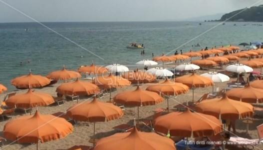 Squillace, hai preso l'ombrellone e non vai in spiaggia? Arriva l'app che te lo rimborsa