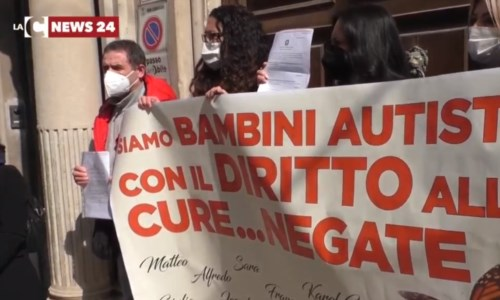 L'Asp non paga le cure a bimbi autistici, nuova protesta a Reggio Calabria