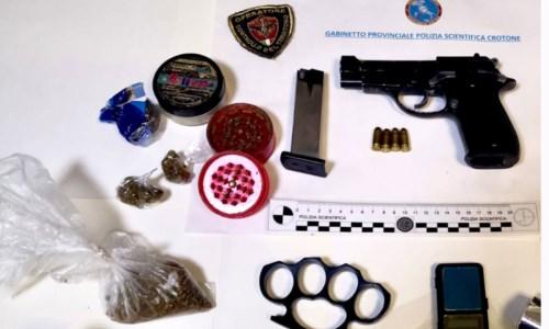Crotone, detenzione illegale di armi e spaccio di droga: arrestata coppia di Acquabona