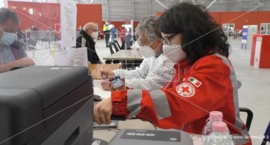 «Da giugno vaccini anti-Covid senza limiti di età», la promessa del commissario Figliuolo