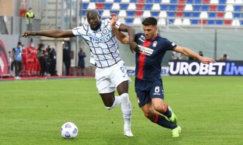 Serie A, il Crotone retrocede in B e l'Inter è quasi campione: allo Scida finisce 0-2