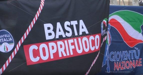 Reggio Calabria, contro il coprifuoco Fratelli d'Italia e Gioventù Nazionale in piazza