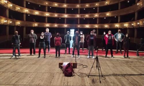 """Cosenza, lavoratori dello spettacolo """"occupano"""" il teatro Rendano: «Spirlì ci ascolti»"""