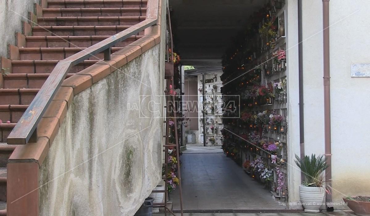 Uno dei complessi del cimitero di Cosenza