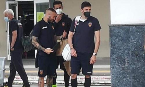 Odissea del Cosenza in trasferta ad Empoli: 10 ore di treno e lite per la mascherina calata