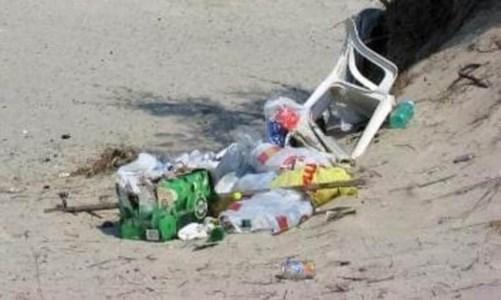 """Catanzaro, il Covid non ferma i """"lordazzi"""": tappeto di rifiuti dopo le scampagnate del Primo maggio"""