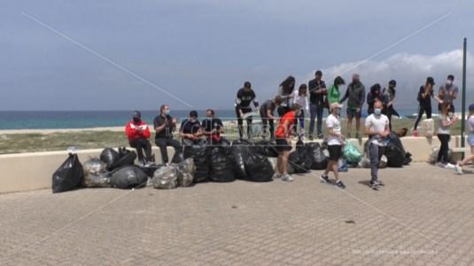 I volontari dopo la pulizia