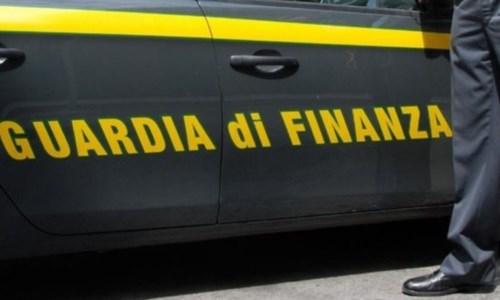 Covid, sequestrate 8mila mascherine non a norma in un supermercato nel Crotonese