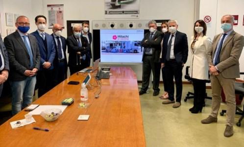 Covid, Hitachi presenta il piano per vaccinare 5700 dipendenti: «Primo caso in una fabbrica italiana»