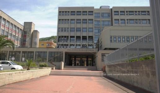 Il palazzo di Giustizia a Paola