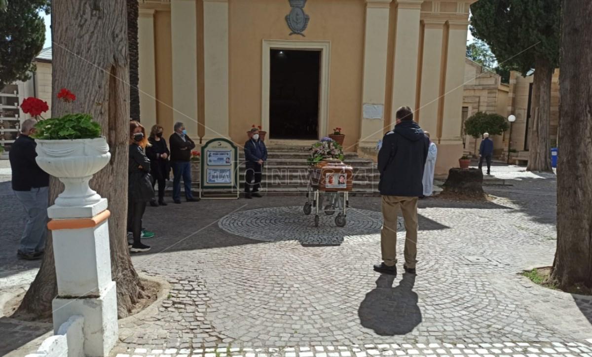 La benedizione della salma di Concetta Zicari, la neomamma morta a Catanzaro