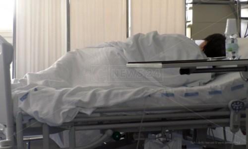 «Mia madre in ospedale lasciata per giorni senza farmaci e ossigeno»: la figlia denuncia