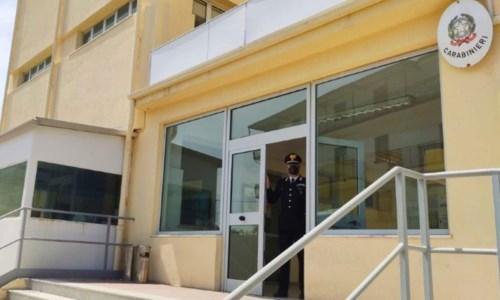 A Crotone i carabinieri aiutano gli anziani a prenotare il vaccino anti-Covid