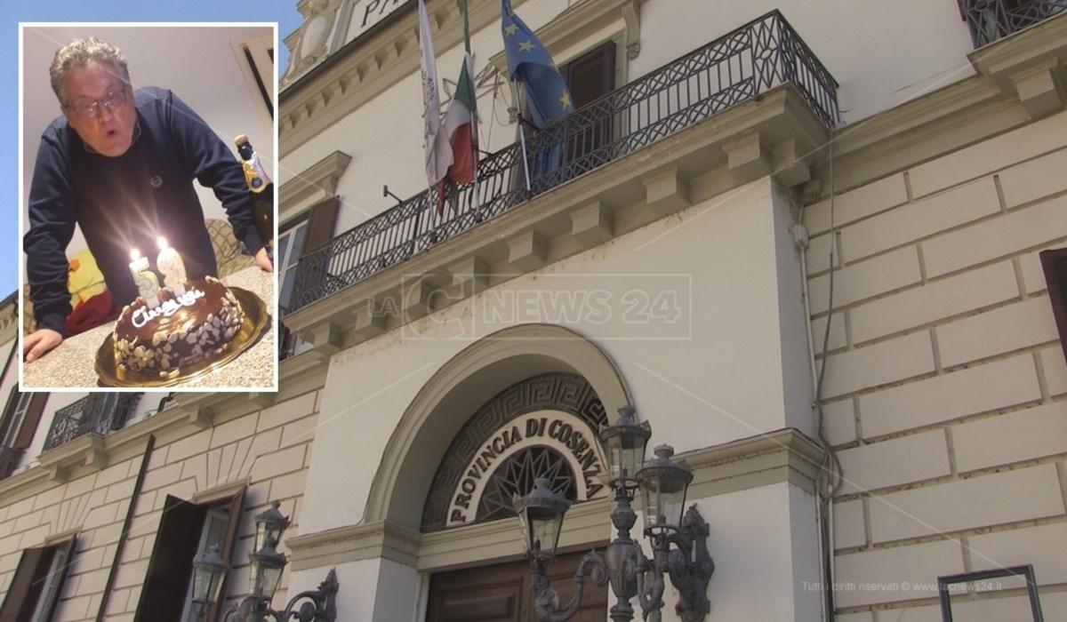 Nel riquadro il funzionario della Provincia di Cosenza, Fiorino Sposato, nel giorno del suo ultimo compleanno