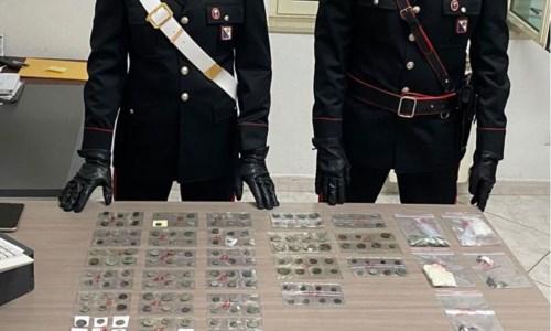 Cirò, in casa con oltre 300 antiche monete d'oro, argento e bronzo: denunciato 80enne