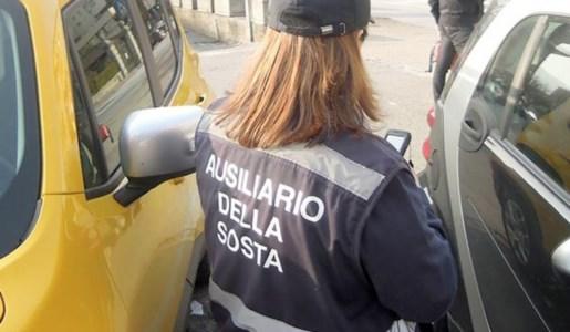 Praia, ausiliaria aggredita mentre effettuava controlli alle auto parcheggiate