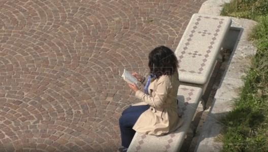 Panchine civili a Reggio Calabria: la poesia contro intolleranza e violenza